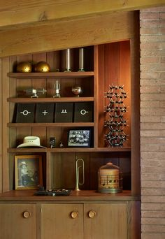 Mid-Century Modern Renovation by Koch Architects Color of Ridge Road brick Fireplace Redo, Fireplace Built Ins, Modern Fireplace, Mid Century Interior Design, Mid-century Interior, Interior And Exterior, Midcentury Modern, Mid Century Modern Furniture, Built In Bookcase