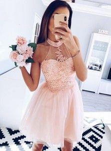 Sukienki na wesele, kolekcja wiosna 2019 Junior Prom Dresses, Nice Dresses, Formal Dresses, Pink Dress, Evening Dresses, Hair Beauty, Elegant, Womens Fashion, Outfits