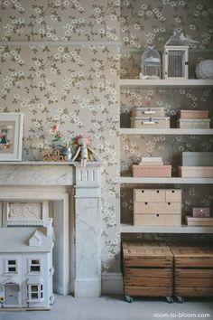 flower-wallpaper-vintage-childrens-bedroom