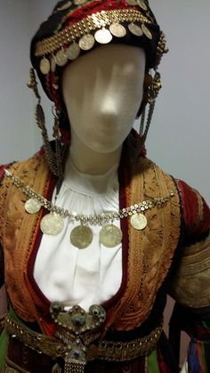 Greek Culture, Greek Mythology, Traditional Outfits, Greece, Captain Hat, Costumes, Hats, Jewelry, Dresses