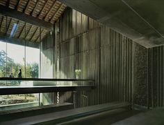 Brilliant section for split level design/ Casa Entremuros / RCR Arquitectes