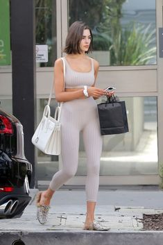 Olivia Culpo shopping in West Hollywood March 2019 # hair # . West Hollywood, Star Fashion, Love Fashion, Olivia Culpo Hair, Casual Outfits, Fashion Outfits, Workout Attire, Models, Casual Looks