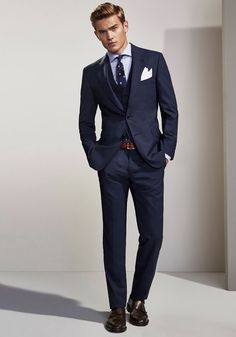 45 Rustic Spring And Summer Office Outfits Ideas For Mens Style Blue Suit Men, Navy Blue Suit, Mens Fashion Suits, Mens Suits, Terno Slim, Summer Office Outfits, France Mode, Designer Suits For Men, Formal Suits