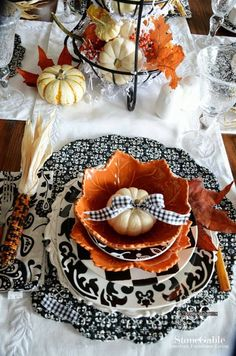 Elegant Halloween table...love the bow on the pumpkin