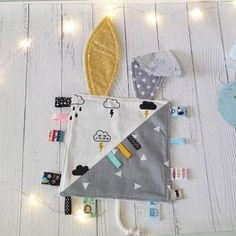 Baby Sensory, Sensory Blanket, Dou Dou, Tag Blanket, Small Blankets, Baby Sewing Projects, Baby Lovey, Baby Couture, Security Blanket