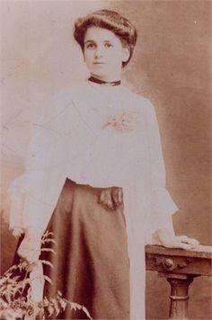 Emma Banting. Born 12th July 1887 in Childrey Berks.