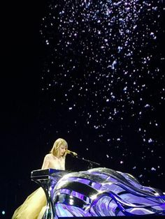 Enchanted, Wildest Dreams mashup // 1989 Tour: Pittsburgh... So beautiful. I loved watching this performance.