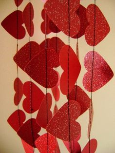 red hearts garland! (backdrop for valentine's day shoot?)