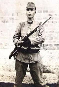 japanese army infantryman posing with his type 38 arisaka rifle (china 1938)