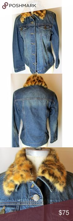 Chico's Faux-Fur Collar Denim Flowey Jacket Size 0 Chico's Faux-Fur Collar Denim Flowey Jacket Size 0 Removable Collar This jacket is really excellent condition.  I cannot tell it was worn at all but it has no tags.  The leopard faux fur collar makes this jacket so chic. What makes this jacket so great is that if you feel the need you can take the collar off. The details on this jacket are awesome and include artistically embossed buttons. The denim is 100% cotton and is machine washable…