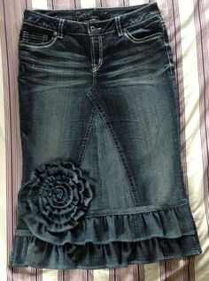 I LOVE THIS!  Super cute denim ruffle skirt- want to make this for this fall, it would be super cute with boots