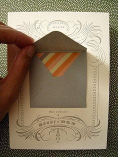 Dentro de la carta, un sobre y dentro del sobre, una carta.