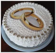 Bolos com Papel Arroz (Cakes with Rice Paper) são bolo decorados com uma folha de papel comestível que pode ser impresso no tema desejado.