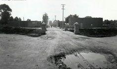 Puente sobre el Rio Consulado, el rio marcaba los límites de la urbe hacia el norte y constituyo un limite natural. También fue un límite hacia el poniente para Santa María la Ribera.  En sus márgenes existían ranchos como el de Santo Tomas y el de Santa Julia.  Fue entubado en 1944, dando origen a la actual avenida de Circuito Interior.