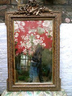 Textile mirror Mirror Painting, Mirror Art, Diy Mirror, Old Mirrors, Vintage Mirrors, Cuban Decor, Mirror Crafts, Mirrored Picture Frames, Shabby Chic Mirror