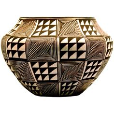 "Wide-shouldered black-on-white jar with ""fine-line"" hatchered squares alternating with solid black and white triangles in a square pattern, from the Acoma Pueblo, New Mexico. Ceramic Pottery, Pottery Art, Ceramic Art, Slab Pottery, Southwest Pottery, Southwest Art, Native American Pottery, Native American Indians, Art Picasso"