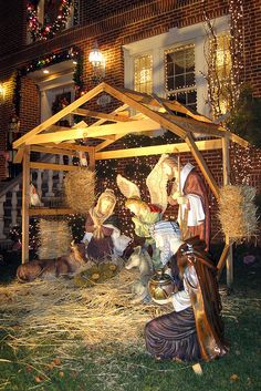 One day I hope to have an outside nativity like this one. Christmas in NYC - Brooklyn - Dyker Heights Outdoor Nativity Scene, Nativity Stable, Nativity Sets, New York Christmas, All Things Christmas, Christmas Holidays, Christmas Christmas, Xmas, Christmas Light Displays