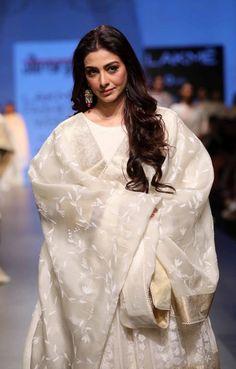 Gaurang Shah - Lakme Fashion Week - Day 4 - Look Lakme Fashion Week Website India Fashion Week, Lakme Fashion Week, Indian Dresses, Indian Outfits, Indian Attire, Indian Wear, Tabu, Bollywood Designer Sarees, Kurta Style