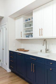 Home Decor Kitchen, Kitchen Interior, New Kitchen, Home Kitchens, Kitchen White, Rose Gold Kitchen, Hickory Kitchen, Espresso Kitchen, Kitchen Stove