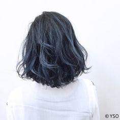 ブルーをしっかりと感じるダークカラー