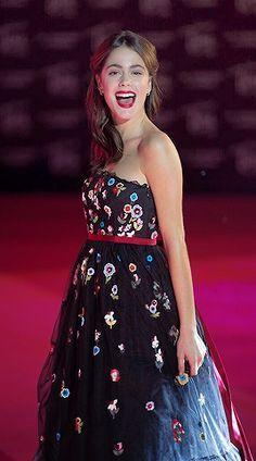 Violetta Outfits, Netflix Kids, Guy Best Friend, Disney Channel Shows, Strapless Dress Formal, Formal Dresses, Dj, Singer, Actresses