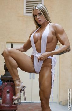 muscle reis nude larissa Female