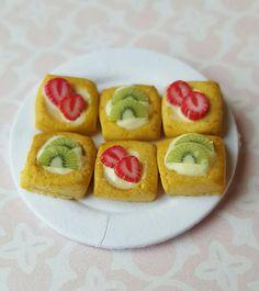 Dolls house strawberry and kiwi  pastry tarts  ~ Dollhouse miniature food by MagentaMinis on Etsy