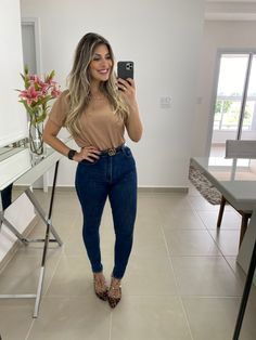 Look Jean, Ideias Fashion, Mom Jeans, March, Outfits, My Style, How To Wear, Closet, Floral Outfits