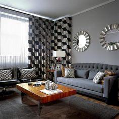 peinture grise, canapé droit gris anthracite et table basse en bois massif