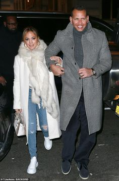 Jennifer Lopez and Alex Rodriguez suit up in chic coats as they enjoy dinner at the Polo Bar in NYC Winter Fashion Outfits, New Outfits, Autumn Fashion, Jennifer Lopez Body, J Lo Fashion, Kim Kardashian Show, Sneakers Looks, Alex Rodriguez, Casual Chic