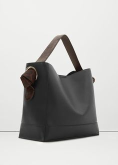 Contrasting hobo bag - Women | MANGO USA