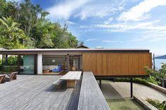 Low-profile horizontal contemporary house   Rio de Janeiro Brazil   Jacobsen Arquitetura