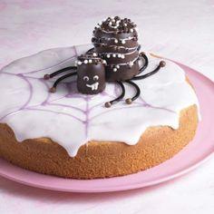 Süße Spinnen auf Zitronenkuchen