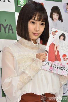 blouse Beautiful Japanese Girl, Beautiful Women, Shizuoka, Pretty Girls, Short Hair Styles, Alice, Ruffle Blouse, Photography, Beauty