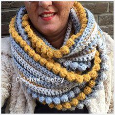 Betsy crochet colshawl handmade by juf sas with free crochet .- Gehaakte colshawl Betsy handmade by juf sas met gratis haakpatroon Betsy crochet colshawl handmade by juf sas with free crochet pattern - Crochet Scarves, Crochet Shawl, Crochet Clothes, Free Crochet, Knit Crochet, Knitting Patterns, Crochet Patterns, Bobble Stitch, Crochet Fashion