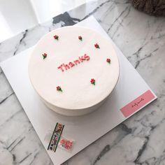 #땡스케이크 . . . 준비한 수량 10개 모두 소진되었습니다. 감사합니다🙏🏻 . . . 오늘도 내일도 데일리스위츠🌿 . . .… Pretty Birthday Cakes, Pretty Cakes, Beautiful Cakes, Amazing Cakes, Mini Cakes, Cupcake Cakes, Korea Cake, Fashion Cakes, Just Cakes