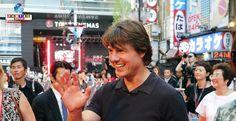 Tom Cruise (54) virá ao Japão para a estreia de seu novo filme. O astro é imensamente popular no país, principalmente pela sua interação com os fãs.