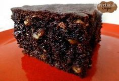 Šťavnatý, čokoládou naliaty BROWNIES s lieskovými orieškami. Osladený medom a zahustený celozrnnou múkou. Môže byť zdravie ešte chutnejšie?! Nájdete aj na mojom Facebook-u :)