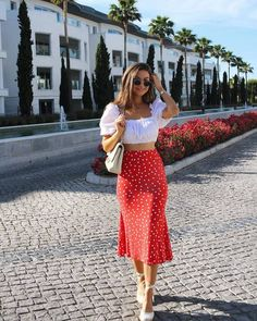 The Effective Pictures We Offer You About full midi skirt outfit A quality picture can tell you many Floral Skirt Outfits, Midi Skirt Outfit, Girly Outfits, Classy Outfits, Chic Outfits, Spring Outfits, Vintage Outfits, Fashion Outfits, Long Skirt Outfits For Summer