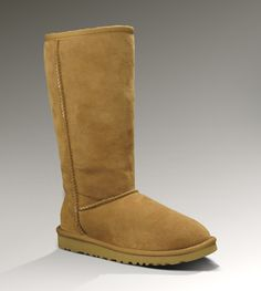 The classic UGG right here! I love them soo much! Perfect to keep your toes warm in winter or on a cold day. Also I love the classic colour. These are what UGGs should look like!