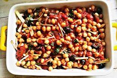 Z nakládané cizrny, černých oliv, pórku, rajčat, česneku a koření připravený chutný oběd či večeře. Za 40 minut na stole!