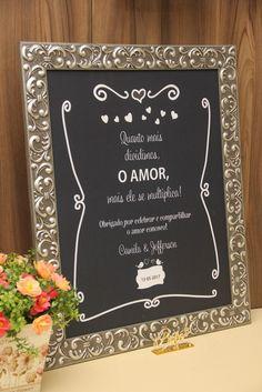 Quadro personalizado para a entrada do casamento ou para outros ambientes da cerimônia. Com moldura na cor que você desejar. Temos diversas opções. Podemos enviar por e-mail.    A arte será desenvolvida conforme o desejo da noiva e enviada para aprovação.    A vantagem é que poderá ser utilizado ...