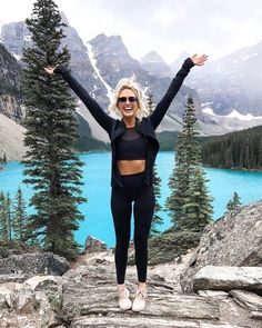 Seriously never want to leave this beautiful place 😭😍 My activewear is linked in my bio! outfit spring for women Mountain Hiking Outfit, Cute Hiking Outfit, Summer Hiking Outfit, Outfit Winter, Camping Outfits For Women Summer, Cute Camping Outfits, Summer Pants, Athleisure Outfits, Sporty Outfits