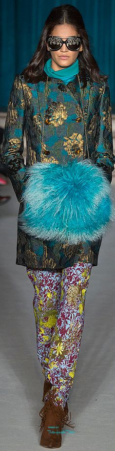 Matthew Williamson Fall Winter RTW Brocade coat in turquoise and gold. Contrasting prints on pants and coat. Couture Fashion, Runway Fashion, High Fashion, Womens Fashion, Fashion Trends, Fashion 2015, London Fashion, Turquoise, Aqua
