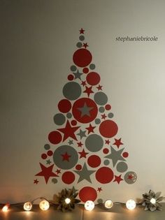 Christmas decoration recycling – recycling and co. – NOËL – Christmas decoration recycling – recycling and co. Christmas Classroom Door, Wall Christmas Tree, Christmas Door Decorations, Office Christmas, Christmas Art, Christmas Crafts, Christmas Ornaments, Theme Noel, Paper Crafts