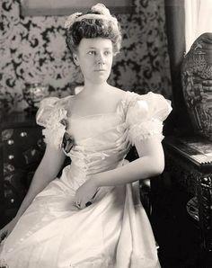 "Mrs William Howard Taft (Helen ""Nellie"" Herron Taft), ca mid-1900's US"