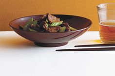 Cumin-Scented Stir-Fried Beef with Celery / Romulo Yanes
