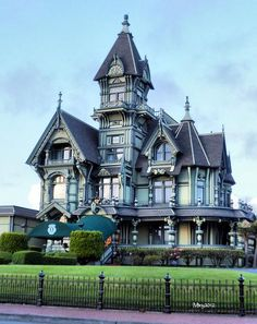 Victorian Style Homes Victorian Architecture, Beautiful Architecture, Beautiful Buildings, Beautiful Homes, Villa, Victorian Style Homes, Victorian Houses, Victorian Decor, Old Mansions