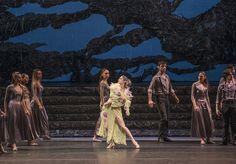 Zorba, el griego. Ballet de Santiago. Madame Hortense: M. Dolores Salazar. Foto: Patricio Melo