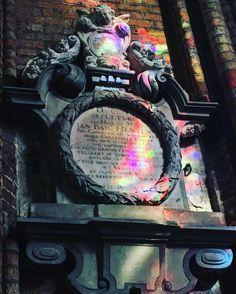 Église Sainte-Walburg  #architecture #architexture #eglise #sun #color #minimal #vitraux #art #arts #architecturelovers #angel #lines #instagood #beautiful #archilovers #architectureporn #lookingup #style #archidaily #composition #geometry #furne #geometric #belgium